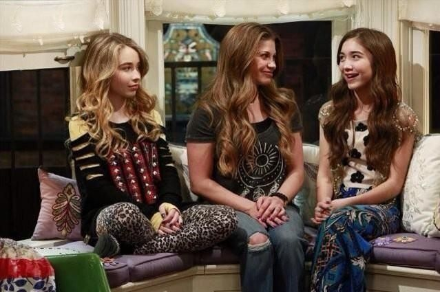"""topanga girl meets world Cory and topanga, who ended the '90s sitcom """"boy meets world"""" as newlyweds, return as parents in a spinoff, """"girl meets world""""."""