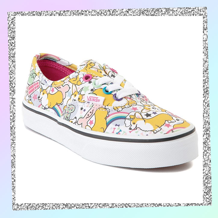 Lace-up skate shoes with a unicorgi pattern and rainbows